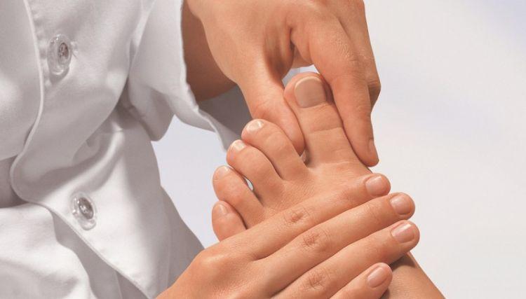 Как выглядит грибок ногтей на ногах и руках и чем его лечить