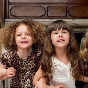 Красивые прически для девочек — лучшие идеи для школы и самые стильные прически для разных возрастов (85 фото)