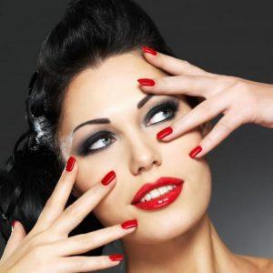 Красный маникюр — красивые решения, яркие оттенки и стильные сочетания этого года (105 фото)