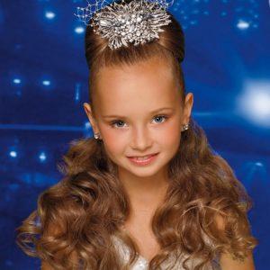 Прически для девочек — оригинальные решения и красивые сочетания для разных возрастов (85 фото)