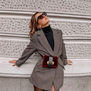 С чем носить платье-пиджак: эффектный наряд, который будоражит не один сезон